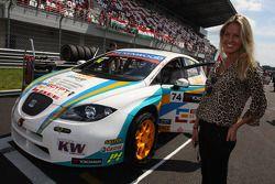 De vriendin van Pepe Oriola, SEAT Leon WTCC, Tuenti Racing