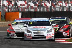 Yvan Muller, BMW E90 320 TC, Proteam Racing en Robert Huff, SEAT Leon WTCC, ALL-INKL.COM Munnich Mot