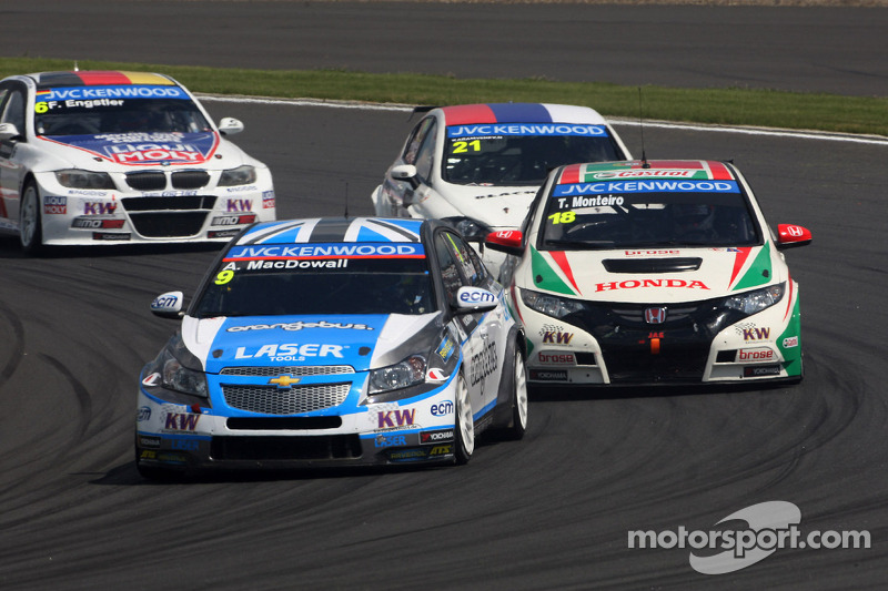 Alex MacDowall, Chevrolet Cruze 1.6T, bamboo-engineering en Tiago Monteiro, Honda Civic Super 2000 T