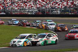 Pepe Oriola, SEAT Leon WTCC, Tuenti Racing en Gabriele Tarquini, Honda Civic, Honda Racing Team J.A.