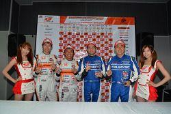 GT500 polesitters Joao Paulo de Oliveira, Tsugio Matsuda; GT300 polesitters Shinichi Takagi, Takashi