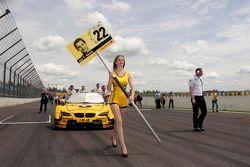 Chica de la parrilla de salida de Timo Glock del BMW MTEK BMW M3 DTM
