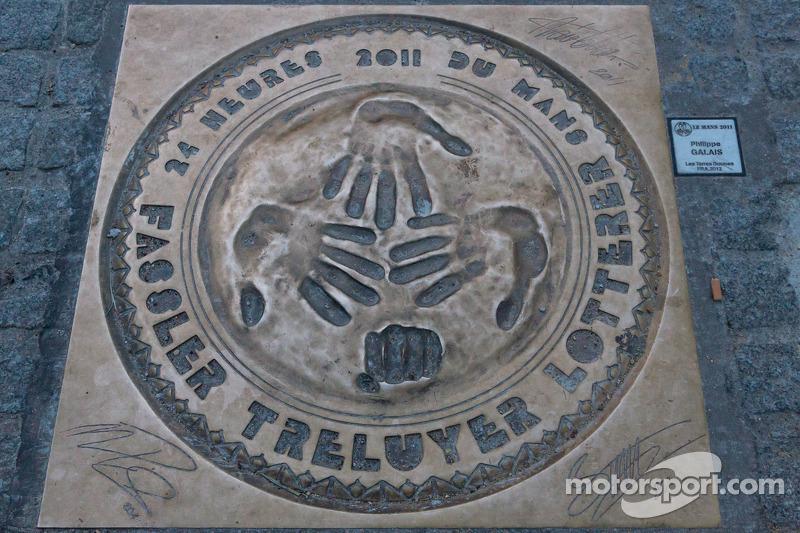 2011 Handafdruk of Fassler, Treluyer, Lotterer