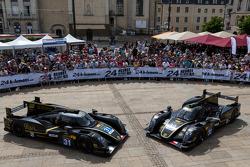 El #31 Lotus Praga LMP2 Lotus T128: Kevin Weeda, Christophe Bouchut; y el #32 Lotus Praga LMP2 Lotus