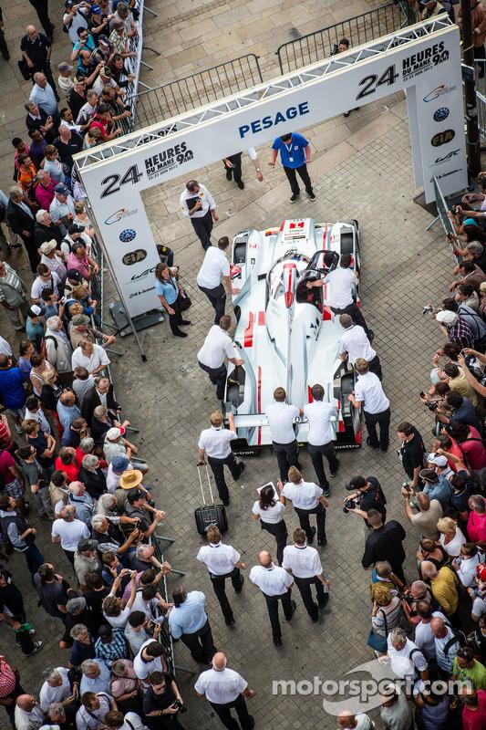 #1 Audi Sport Team Joest Audi R18 e-tron quattro enters scrutineering