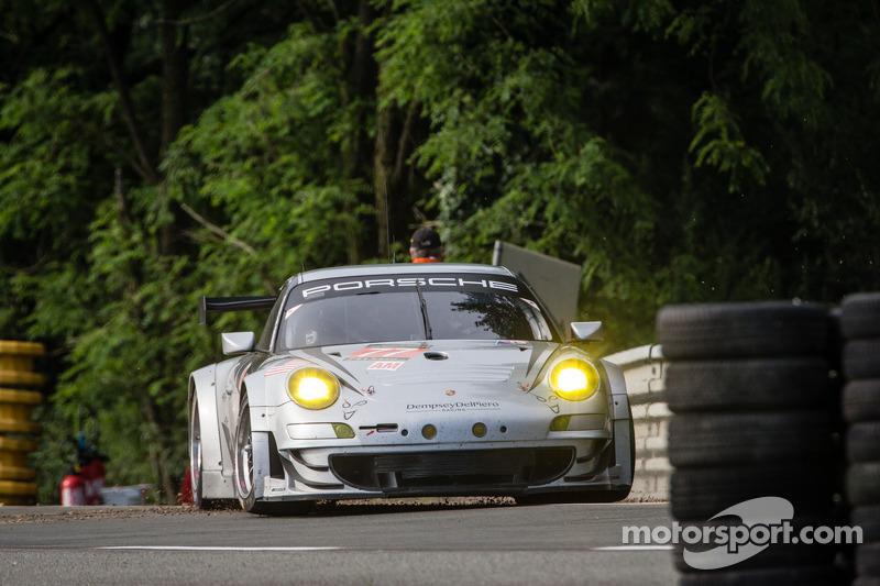 #77 Dempsey Racing - Proton Porsche 911 GT3-RSR: Patrick Dempsey, Joe Foster, Patrick Long na een spin
