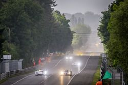 #3 Audi Sport Team Joest Audi R18 e-tron quattro: Marc Gene, Oliver Jarvis, Lucas di Grassi, #36 Sig