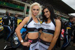 Las encantadoras chicas de Strakka Racing
