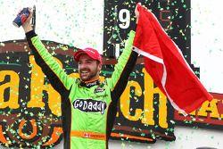 Race winner James Hinchcliffe, Andretti Autosport Chevrolet celebrates