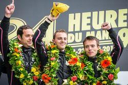 LMP2 pódio: vencedor da classe Bertrand Baguette, Ricardo Gonzalez, Martin Plowman