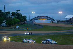 #88 Proton Competition Porsche 911 GT3-RSR: Christian Ried, Gianluca Roda, Paolo Ruberti, #97 Aston