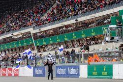 Bandera a cuadros para las 24 Horas de Le Mans