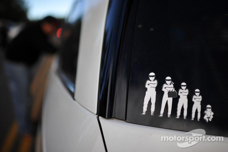 Een Stig-familie op Simon Pagenaud's Honda Odyssey