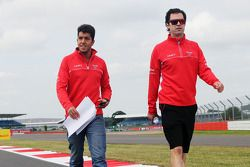 Rodolfo Gonzalez, Marussia F1 Team et Marc Hynes, Marussia F1 Team