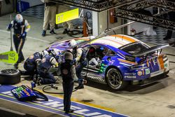 Pit stop #97 Aston Martin Racing Aston Martin Vantage GTE: Darren Curvaer, Stefan Mücke, Peter Dumbr