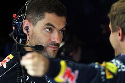 Guillaume Rocquelin, Red Bull Racing yarış mühendisi ve Sebastian Vettel, Red Bull Racing