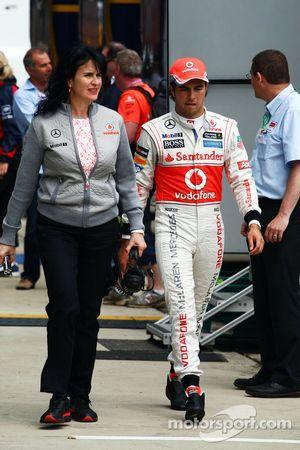 Sergio Perez, McLaren ve Silvia Hoffer, McLaren Basın Sorumlusu