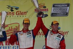 pódio GT: John Edwards, Robin Liddell #57 Stevenson Motorsports Camaro GT.R