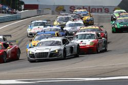 Start Sahlen's Six Hours at the Glen