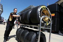 Used Pirelli lastiğis returned by Lotus F1 Team