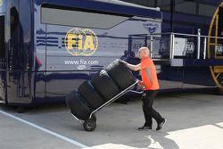 Used Pirelli lastiğis returned by McLaren