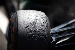 Des pneus Pirelli usés