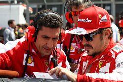 Fernando Alonso Ferrari on the grid with Andrea Stella Ferrari Race Engineer