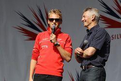 Max Chilton Marussia F1 Team y Tony Jardine en el concierto después de la carrera