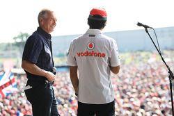 Tony Jardine e Sergio Perez McLaren no show pós-corrida
