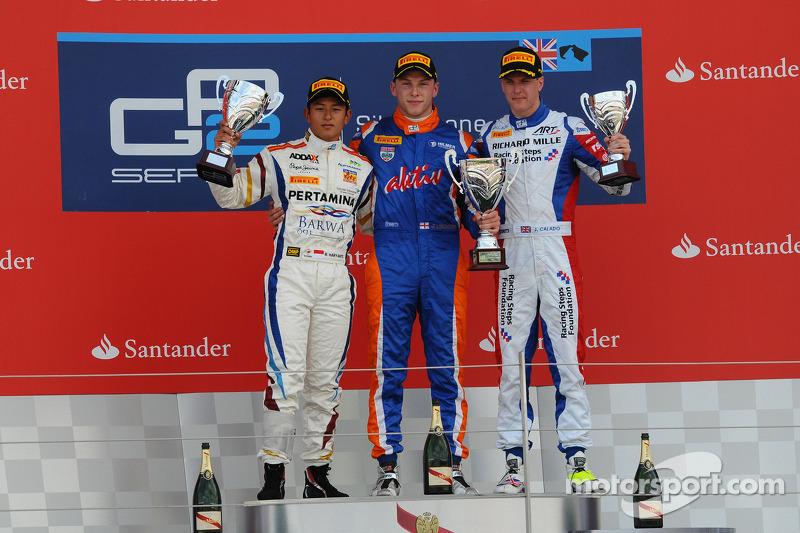 Podium race 2: winner Jon Lancaster, second place Rio Haryanto, third place James Calado