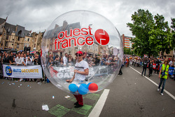 Ouest France bubble boy