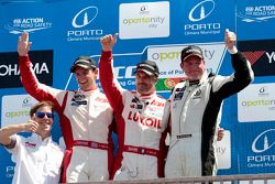 Иван Мюллер, Том Чилтон и Мишель Нюкьяэр. Порту, воскресенье, после первой гонки.