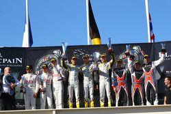 pódio: vencedores Bas Leinders, Yelmer Buurman, Maxime Martin, BMW Z4, segundo colocado Stef Dusseld