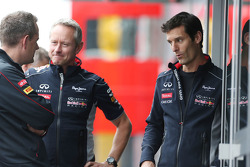 (L to R): Steve Nielsen, Scuderia Toro Rosso Sporting Director with Jonathan Wheatley, Red Bull Raci