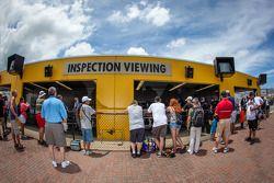 Des fans à l'inspection technique