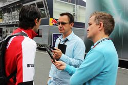 Pedro de la Rosa, Ferrari, avec Ian Parkes, et Jonathan Noble, Autosport