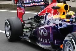 Sebastian Vettel, Red Bull Racing RB9 rijdt met flow-vis paint op de achtervleugel