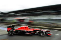 Rodolfo Gonzalez, Marussia F1 Team MR02 Reserve Driver verlaat de pits