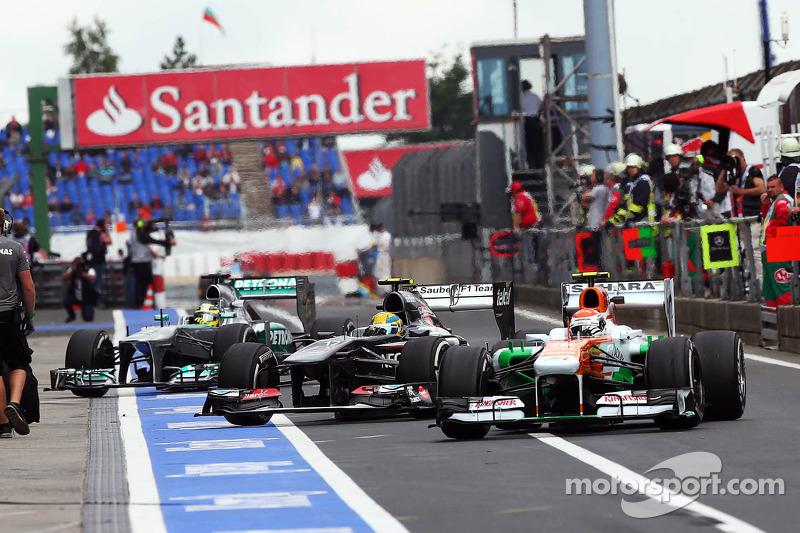 Adrian Sutil, Sahara Force India VJM06, Esteban Gutierrez, Sauber C32 and Nico Rosberg, Mercedes AMG