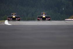 (L to R): Sebastian Vettel, Red Bull Racing RB9 and Mark Webber, Red Bull Racing RB9