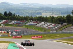 Pastor Maldonado, Williams FW35 leads Mark Webber, Red Bull Racing RB9