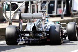 Esteban Gutierrez, Sauber C32 running flow-vis paint on the rear diffuser