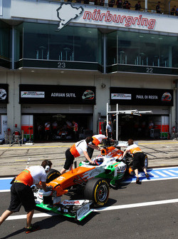 Paul di Resta, Sahara Force India VJM06 in the pits