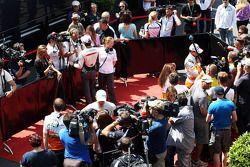Adrian Sutil, Sahara Force India F1 and Paul di Resta, Sahara Force India F1 with the media
