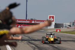 Marcus Ericsson se lleva la victoria