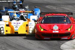 #62 Risi Competizione Ferrari F458 Italia: Olivier Beretta, Matteo Malucelli and #81 8Star Mishumotors ORECA FLM09: Micro Schultis, Renger van der Zande