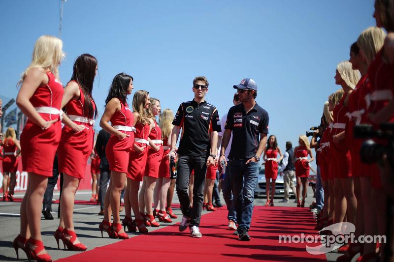 (L naar R): Romain Grosjean, Lotus F1 Team en Daniel Ricciardo, Scuderia Toro Rosso bij de rijderspa