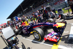 Mark Webber, Red Bull Racing RB9 on the grid
