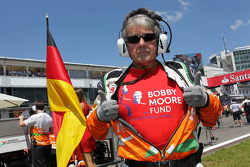 Neil Dickie, Sahara Force India F1 Team with a T-Shirt of support for the Bobby Moore Fund