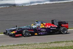Sebastian Vettel, Red Bull Racing RB9 et Lewis Hamilton, Mercedes AMG F1 W04